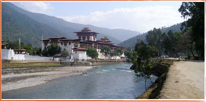 Punakha Dzong with steel suspension bridge, ungainly provisional solution 1958-2007